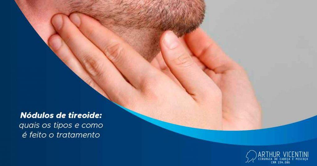 A Imagem Consiste Em Mãos Tocando No Pescoço De Um Homem Com Barba.
